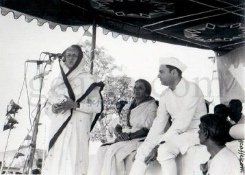 Indira Gandhi and Rajiv Gandhi sharing dais during a speech in 1980s. Photo copyright gcaffe.com