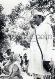 Rajiv Gandhi addressing. Photo copyright gcaffe.com