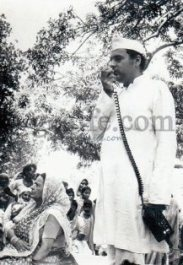 Rajiv Gandhi addressing. Photo copyright gcaffe.com